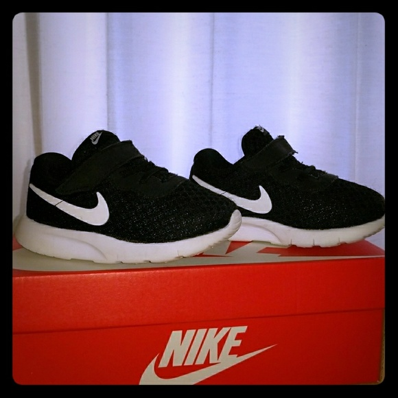 Nike Tanjun Toddler Sneaker. M 5a5cf02b331627c533d78eed 4149747a6